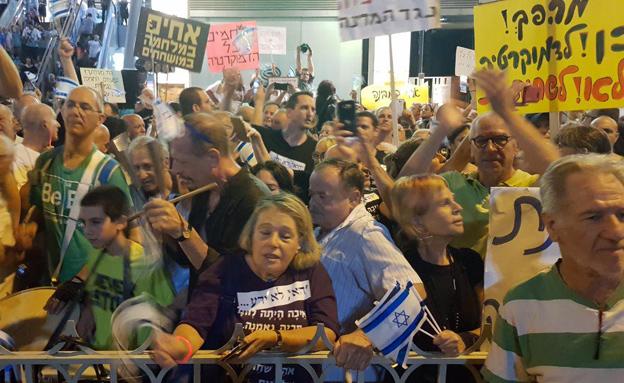 הפגנה מול ביתו של מנדלבליט. ארכיון (צילום: חדשות 2)