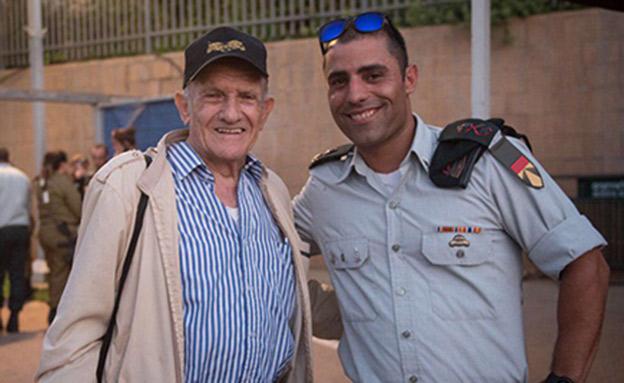 """אביגד משמאל והמג""""ד הנוכחי אלעד אפרתי (צילום: דובר צהל)"""
