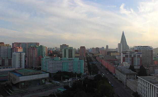 קו הרקיע של פיונגיאנג (צילום: Gergo Vaczi)