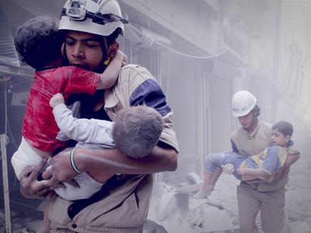 ילדים מחולצים מהריסות הלוחמה בסוריה