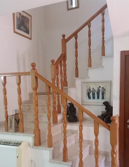 לימור אורן, מדרגות לפני השיפוץ (צילום: יחסי ציבור)