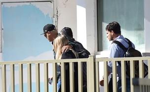 קובי פרץ נכנס לכלא (צילום: אלי חלפון)
