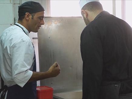 שפים חונכים את הטבחים בבסיסים