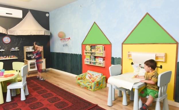 חדר משחקים בעיצוב איילת שבו, צבעים נירלט (צילום: יוגב עמרני)