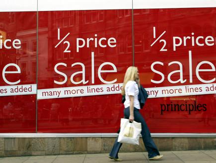 שלט סייל בחנות בלונדון (צילום: יחסי ציבור, Getty images)