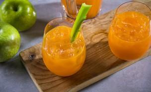 מיץ גזר, תפוח וסלרי  (צילום: אפיק גבאי, מתכון לחיסכון)