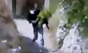 תיעוד: פלסטיני השליך אבן על בן 12