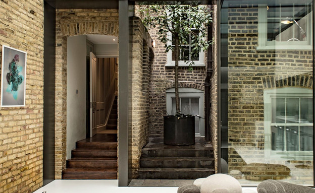 בתים למכירה 04_ חצר פנימית שמפרידה בין האגף החדש לישן (צילום: יחסי ציבור)