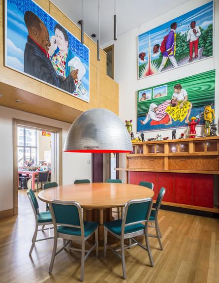 בתים למכירה 06_ פינת האוכל שמעליה חדר העבודה (צילום: יחסי ציבור)