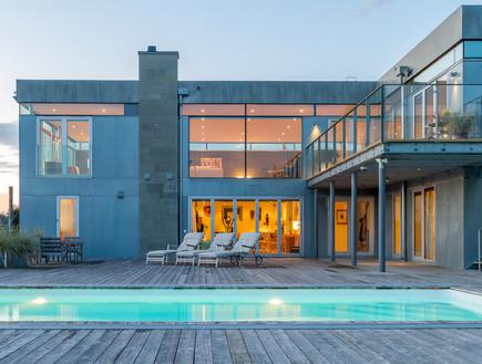בתים למכירה 08_ בית מודרני על קו החוף של שבדיה