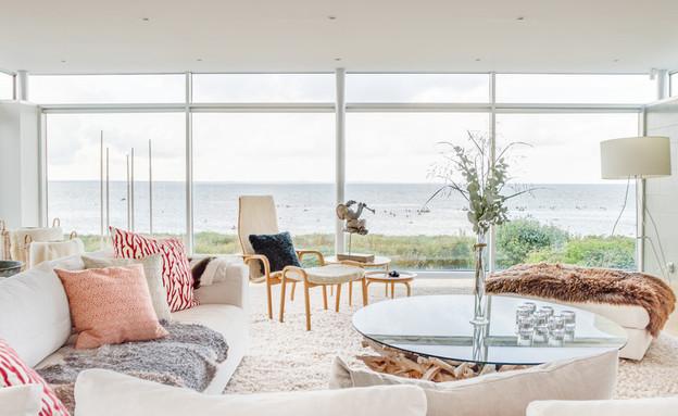 בתים למכירה 08_ חלונות ענקיים שמשקיפים לנוף (צילום: יחסי ציבור)