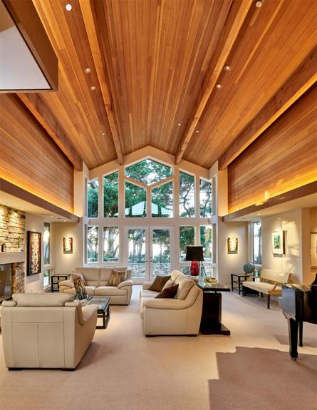 בתים למכירה 01_ חללים מודרניים עם תקרות עץ (צילום: יחסי ציבור)