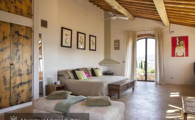 בתים למכירה 02_ חומרים טבעיים וקמין לתחושה אינטימית (צילום: יחסי ציבור)