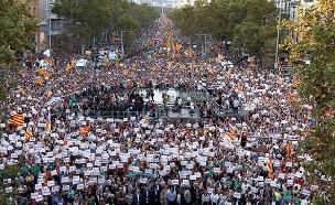 בדרך לעצמאות? מפגינים בקטלוניה (צילום: רוייטרס)