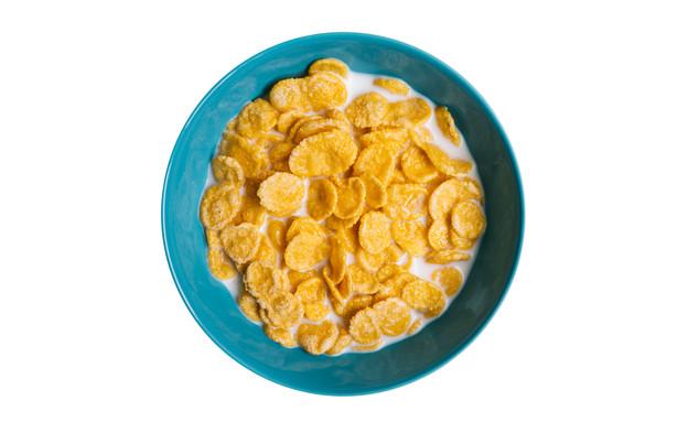 קערת קורנפלקס עם חלב (צילום: By Dafna A.meron)