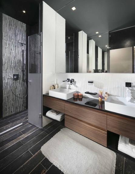 ארונות אמבטיה - ארון זוגי בעיצובה של אריאלה עזריה ברקוביץ (צילום: אלעד גונן)