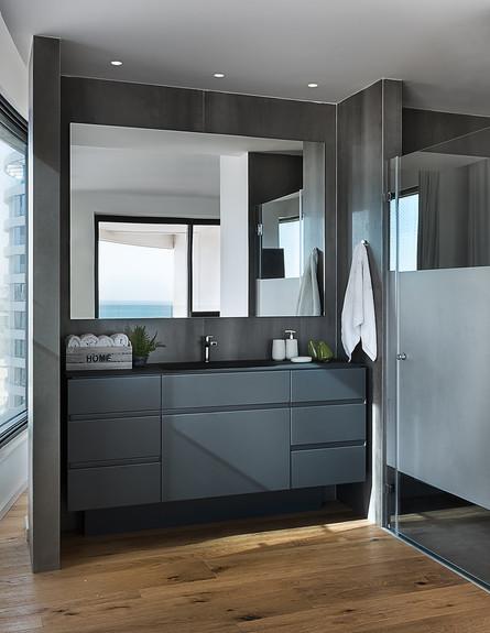 ארונות אמבטיה - ארון אמבטיה שעיצבה מיכל האן (צילום:  עמית גירון)