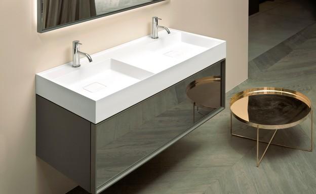 ארונות אמבטיה - שילוב חומרים מבריקים ומשקפים בקולקציה של HeziBank (צילום: יחסי ציבור)