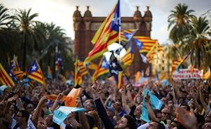 מפגינים למען עצמאות קטלוניה (צילום: חדשות 2)