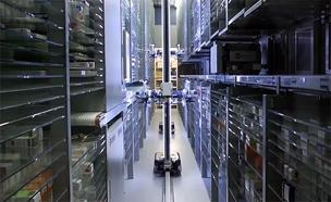 """הרובוט שיודע לחלק תרופות בביה""""ח (צילום: המרכז הרפואי שערי צדק)"""