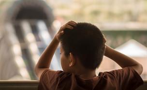 ילד עצוב  (צילום: By Dafna A.meron, shutterstock)