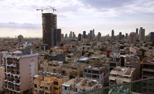 גגות בתל אביב, כמעט כולם עם דודי שמש (צילום: By Dafna A.meron, shutterstock)