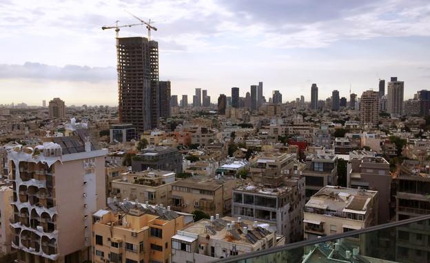 גגות בתל אביב, כמעט כולם עם דודי שמש (צילום: kateafter   Shutterstock.com )