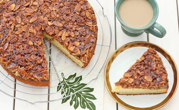 עוגת וניל בחושה בציפוי שקדים וסוכר חום (צילום: ענבל לביא, אוכל טוב)
