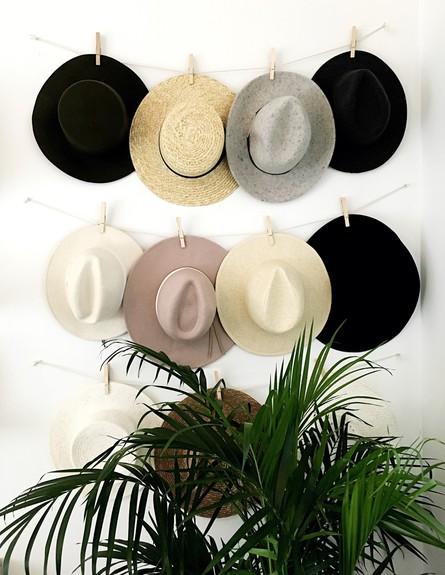 אחסון חורף10_ מתלה לכובעים מחוטים ואטבי עץ (צילום: יחסי ציבור)