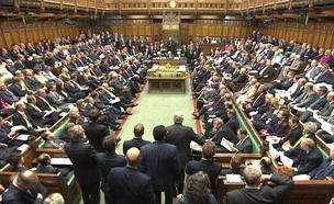 הפוליטיקה הבריטית סוערת (צילום: רויטרס)