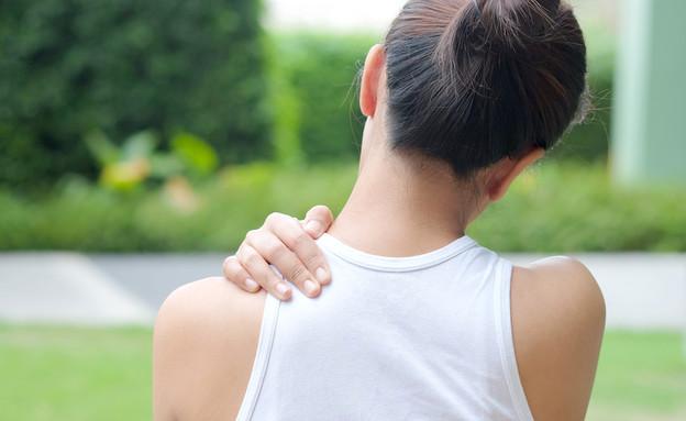 כאב כתפיים (צילום:  Seasontime, shutterstock)