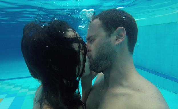 טל ואחווה מתנשקים (צילום: חתונה ממבט ראשון)