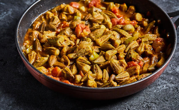 תבשיל בקר עם במיה (צילום: אמיר מנחם, סיפורים מהמטבח)