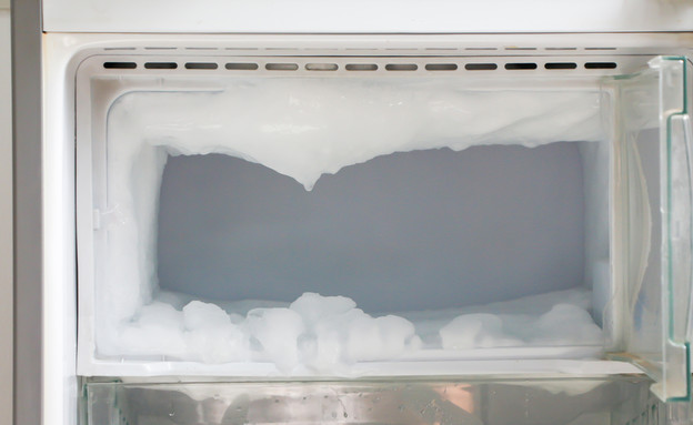 קרח במקפיא (אילוסטרציה: By Dafna A.meron, shutterstock)
