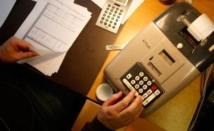חשבונית חשבון כסף חישוב (צילום: חדשות 2)