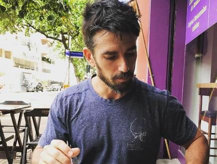 עידו פורטל בבית קפה