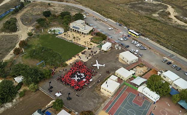 אלפים הפגינו נגד הקמת השדה (צילום: מטה המאבק של עמק חפר)