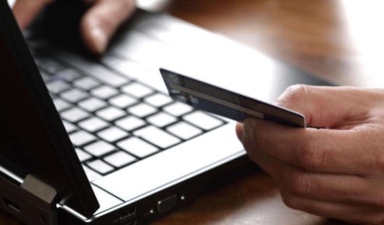 מחשב וכרטיס אשראי (צילום: אימג'בנק / Thinkstock)