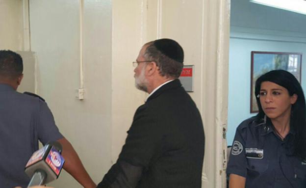 הרב הריסון במהלך מעצרו (צילום: ירון אברהם, החדשות)