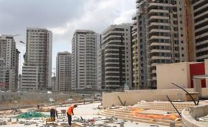 אתר בנייה במרכז הארץ (צילום: עופר וקנין, TheMarker)