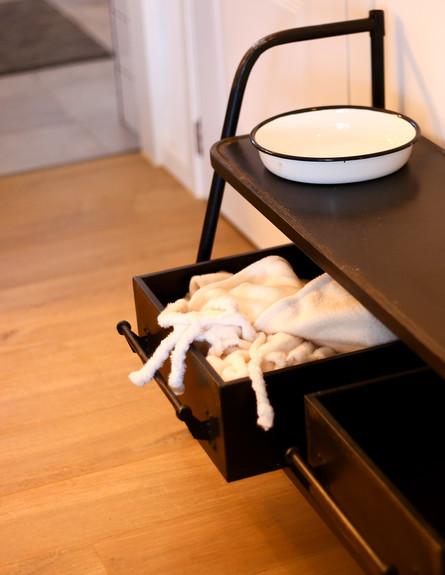 11 דיטיילז אורבנית בכנרת, ג קונסולה שחורה (צילום: ולדה טרוגמן)