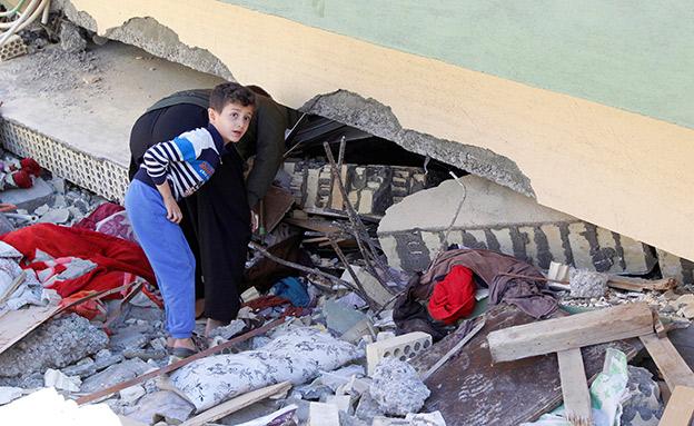רעש האדמה: יותר מ-400 נהרגו (צילום: רויטרס)