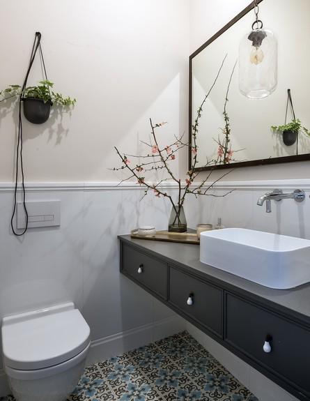 נורית גפן, ג, שירותים (10) (צילום:  עמית גירון)