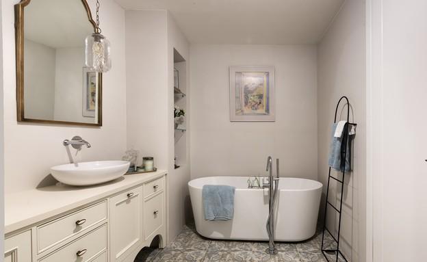 נורית גפן, אמבטיה (34) (צילום:  עמית גירון)