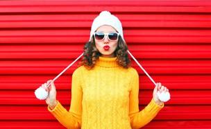 אישה עם סוודר (צילום: shutterstock)