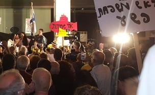 המחאה נמשכת. פתח תקווה, הערב (צילום: אלירן חייט, החדשות)