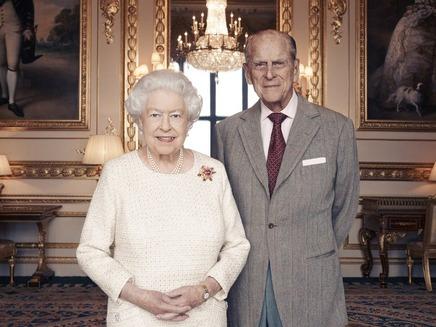 70 שנות נישואים, המלכה אליזבת והנסיך פיליפ (צילום: הטוויטר של בית המלוכה)