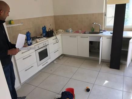 סטודיו שש בי, המטבח לפני