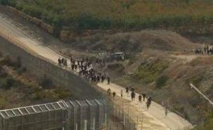 דרוזים משקיפים על הלחימה מעבר לגדר