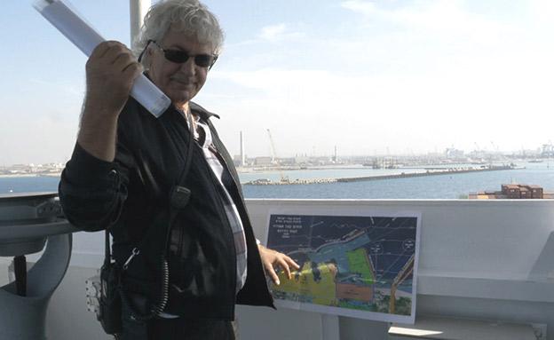 הנתב משתלט על הספינה ומכניס אותה לנמל